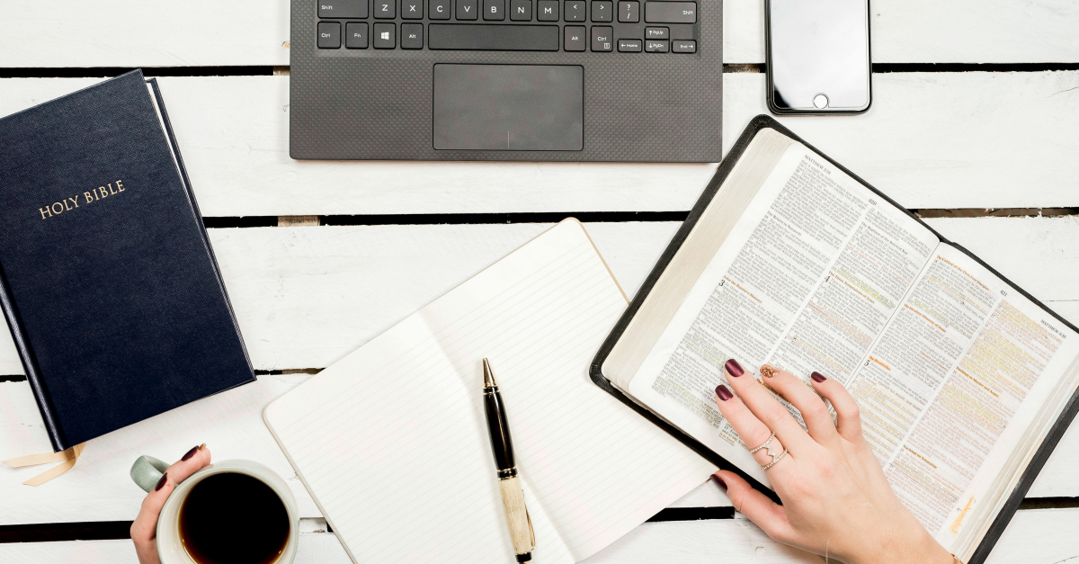 4 Reasons to Start a Christian Blog (and 3 reasons not to)